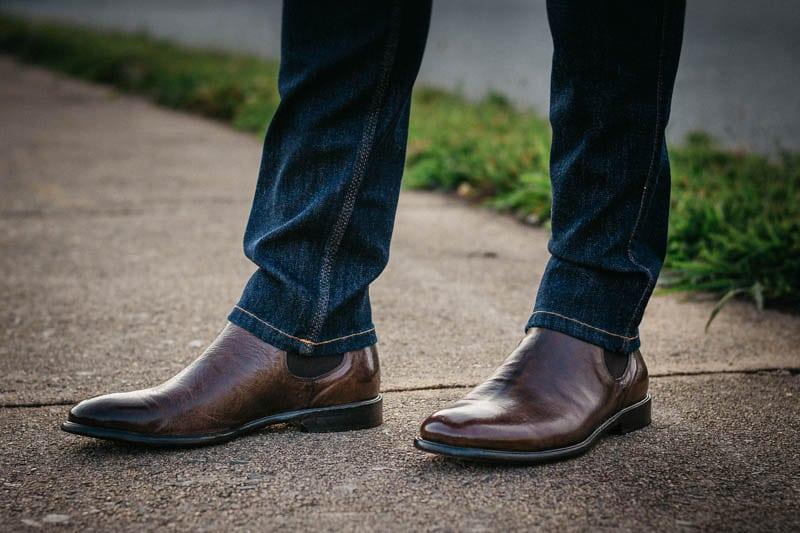 model wearing mgemi dritto chelsea boot