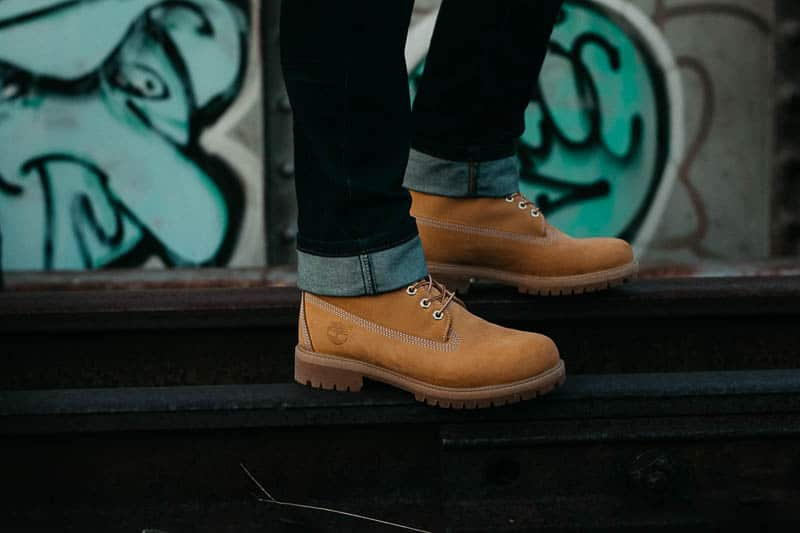 model wearing timbs